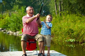 Opa kleinzoon vissen