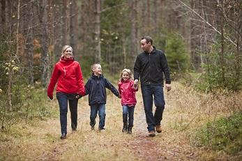boswandeling gezin